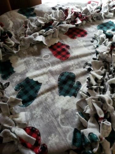 No Blanket~4 YARDS~ Buffalo Plaid~Mittens~LARGE Size~ 60x72~