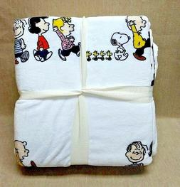 peanuts snoopy velvetsoft throw blanket 90 x